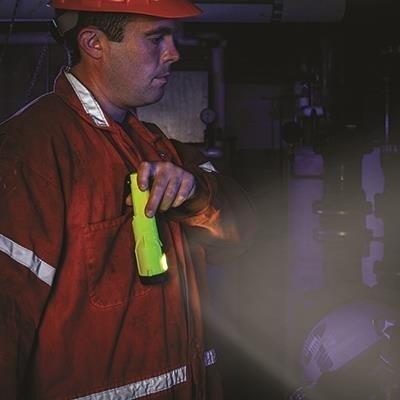 Bateryjna latarka ręczna Streamlight Dualie 3AA z klipsem, kolor czarny, 245 lm